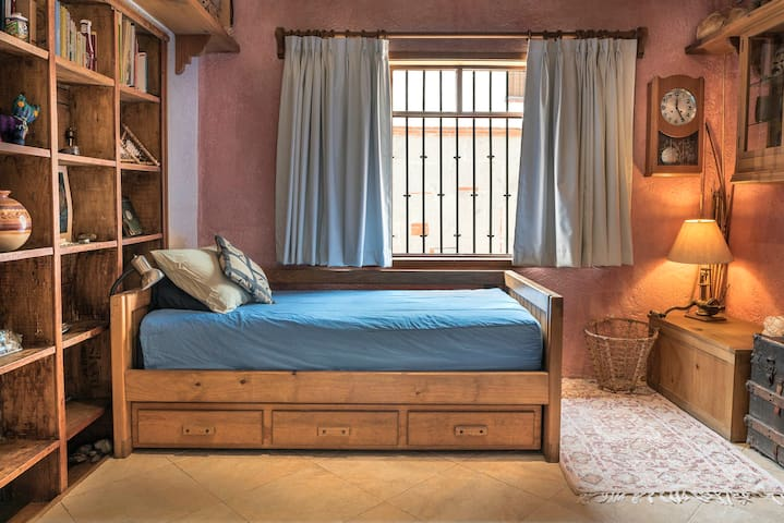 Private Room in Picturesque SAN ANGEL area