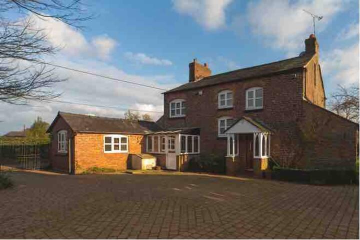 Cosy Country Farm House / Cheshire East /sleeps 16