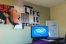 Guest TV with Free Sat & DVD player. Also UK map to help you plan your travels