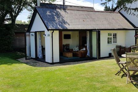 Forest Cottage, Burley. dog friendly, own garden.