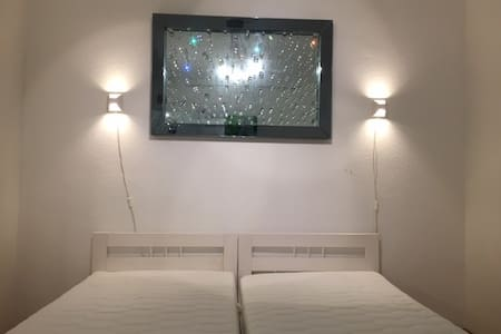 Modernes Hostel in Karlsruhe - Zweibettzimmer - Karlsruhe