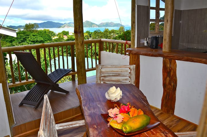 2-bedroom rustic cottage with a GREAT sea view!