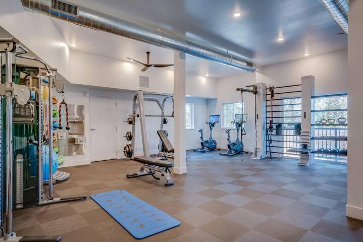 Cozy Studio in Redmond, Gym + Pet-Friendly