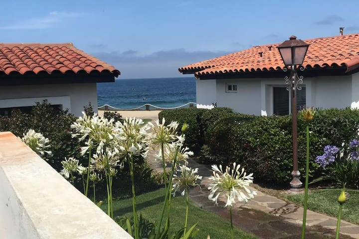 Confortable one floor house, ocean view! private