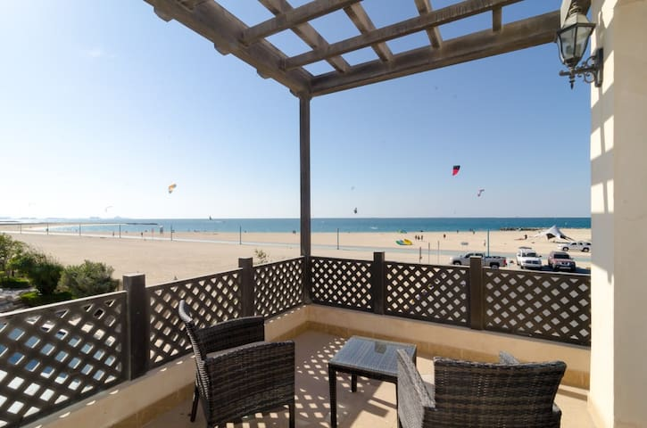One Bedroom Beach Chalet in Jumeirah - Dubai - Villa