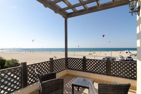 One Bedroom Beach Chalet in Jumeirah - Dubai - Villa