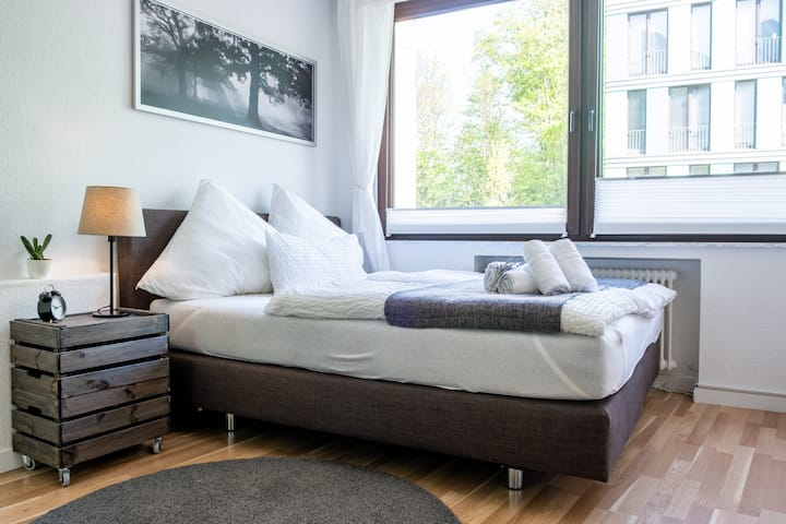 stylish flat near Uni & Central Station