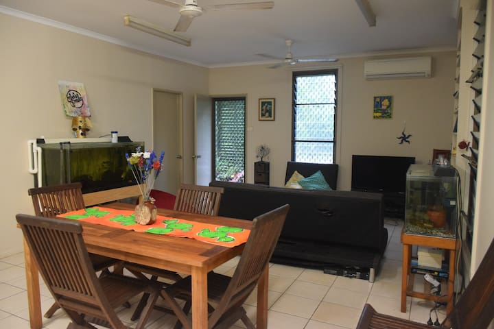 Family home-short distance to beach/bush/hospital - Tiwi - Huis