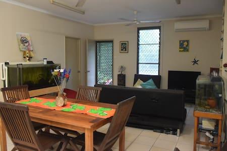 Family home-short distance to beach/bush/hospital - Tiwi - Haus