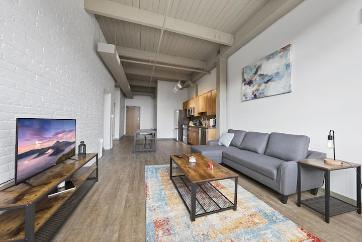 Brooklyn Style Studio Loft in the HEART of Superior Arts District