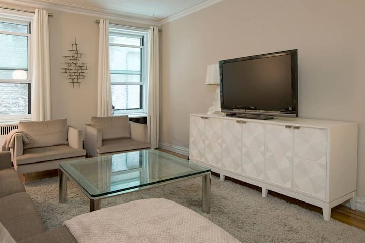 Spacious & Stylish Chelsea One Bedroom Apartment
