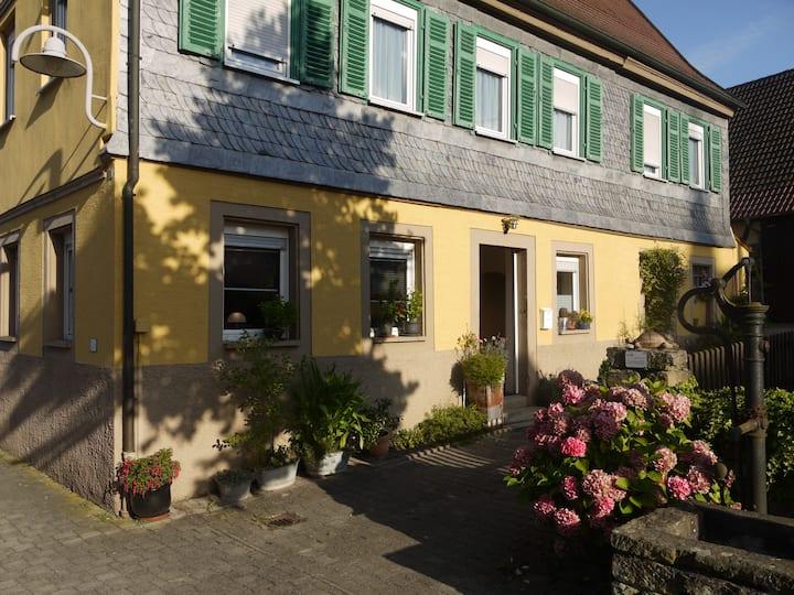 Altes Pfarrhaus Erligheim - mitten im Dorfkern!