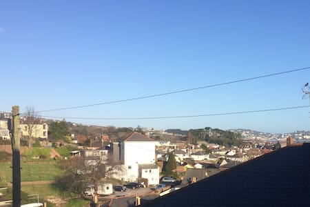 Sea Views from this Tipsy Cottage - Paignton