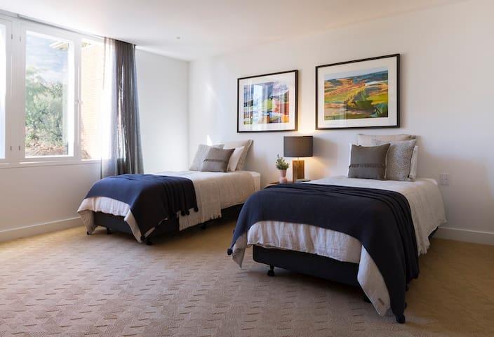 Single Bedroom suite 4