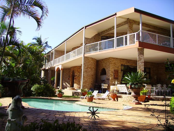 Swan-Lake Luxury Guesthouse