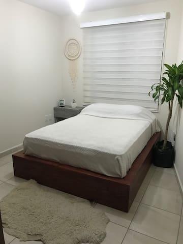 Cómoda y bonita habitación-excelente ubicación!