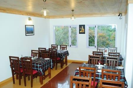 A High Altitude Standard Room w/ WiFi & Breakfast - Kodaikanal
