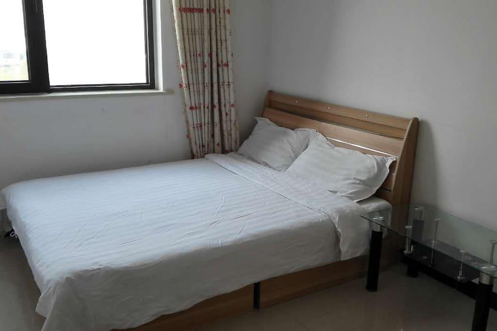 1.5米宽2米长大床,席梦思床垫,舒适入住