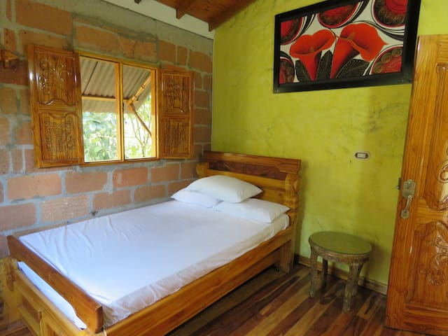 hostal con habitación privada
