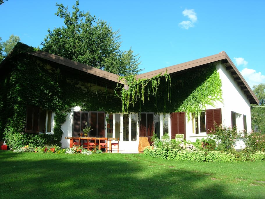 Villa A Due Passi Dal Lago Di Como Houses For Rent In