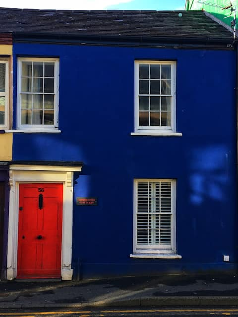Cottage, Carmarthen town with secure parking
