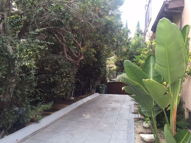 Hollywood Private Guest House