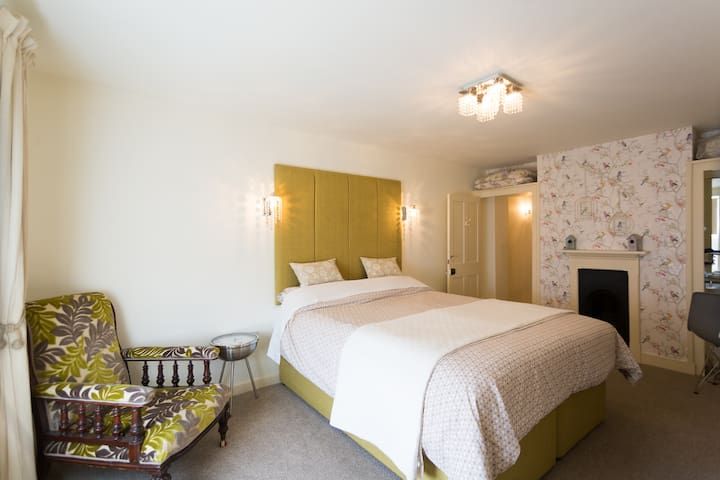 A Royal Norfolk Village B&B in The  Samphire Suite