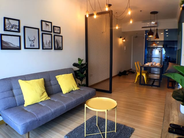 Cozy Contemporary design @The Wave by COBNB