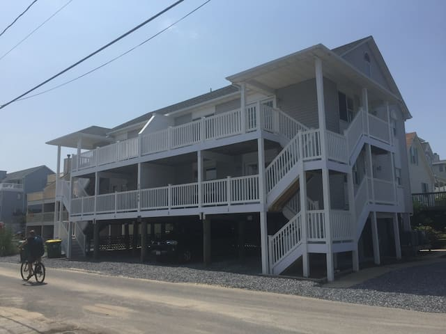 New Beach Side Condo on Quiet Bunting Ave.