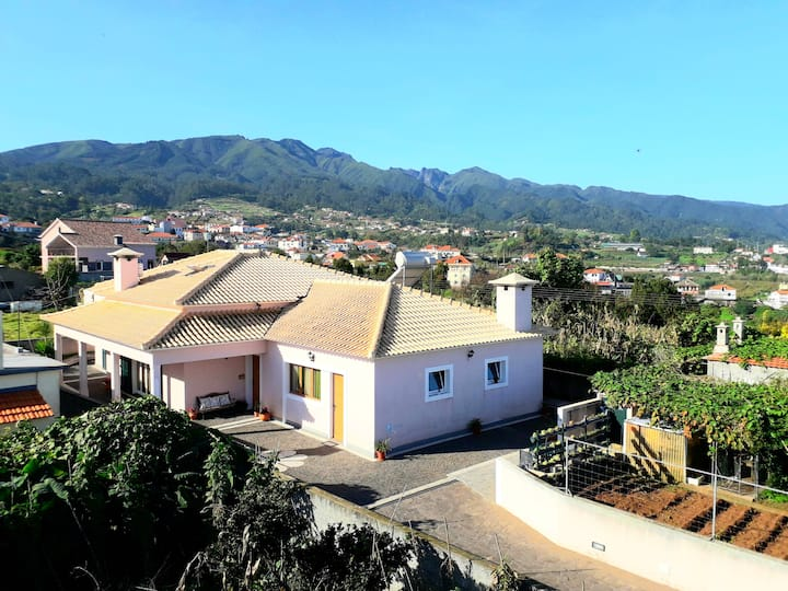 House with one bedroom in Santana, with wonderful mountain view, furnished garden and WiFi - 5 km from the beach