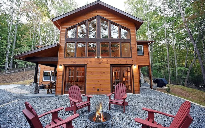 Perfect Light Filled Ellijay Cabin with Hot Tub