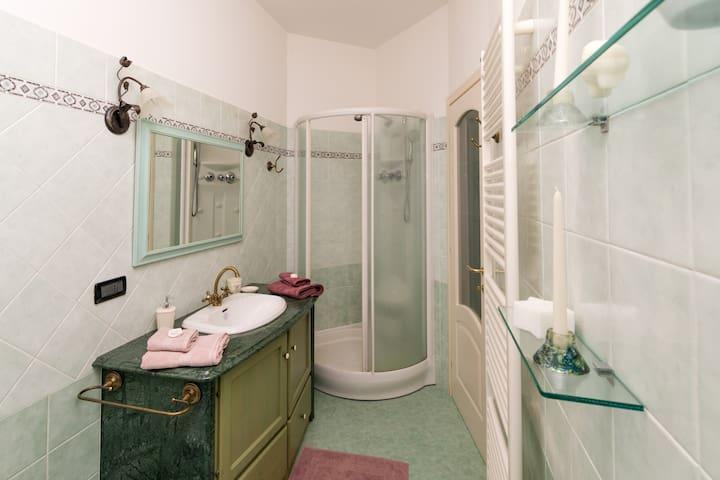 doccia con idromassaggio