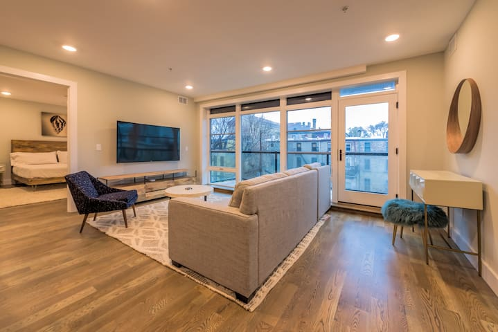 Beautiful 2 BR Loft w/ Balcony near Grove St PATH
