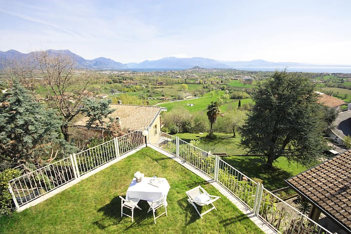 Villa with breathtaking views of the Lago di Garda