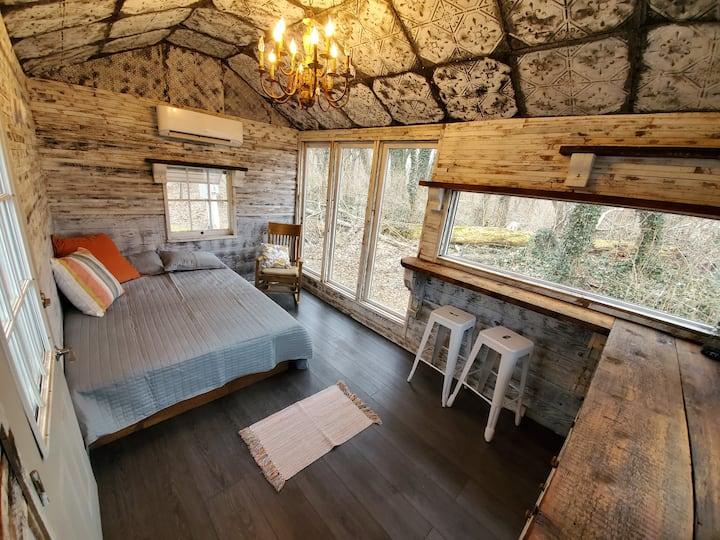 Whispering Walleye - Bait House Cabin