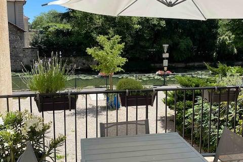 Au canal, bel appartement avec terrasse privative