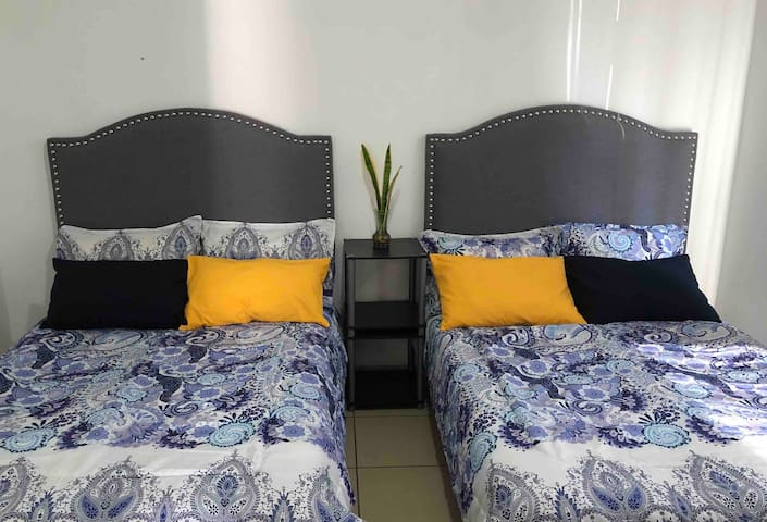 Recamara con dos camas matrimoniales