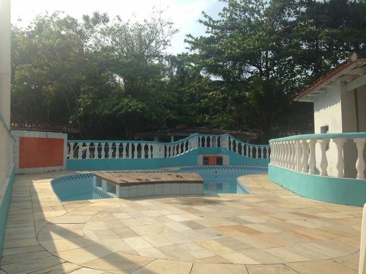 Confortável casa Camburizinho/ condomínio fechado