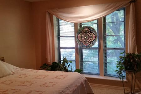 Cozy, Private Bed/Bath and Kitchen Access Wi-Fi - Springdale