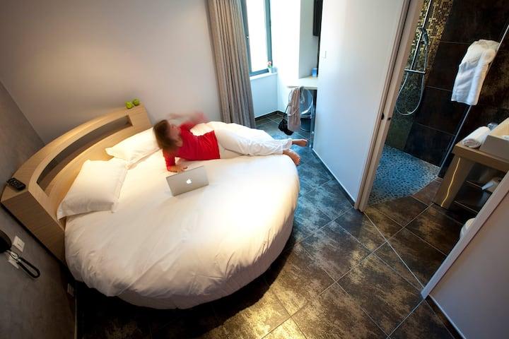 Les Fleurines - Chambre Cosy avec lit rond