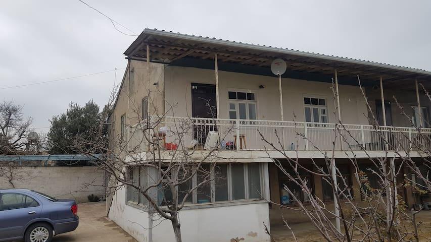 Оптимистичный дом с большим балконом