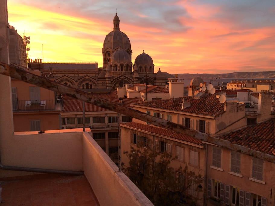 Une vue imprenable qui vous appartient. Terrasse tout équipé de 10m2. Stunning views that you own. fully equipped terrace of 10m2
