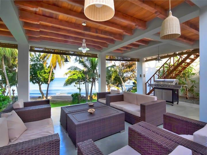Beachfront Villa with Infiniti Pool- Paradise Cove