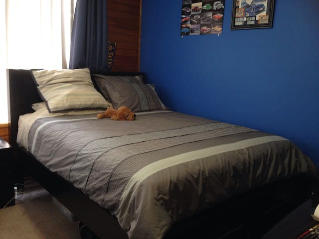 Queen size bedroom 4 - Werribee - Bed & Breakfast