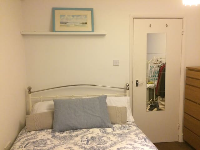 Town centre! Modern double + wifi - Hastings - Apartemen