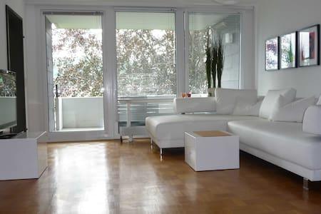Schicke Wohnung, tolle Aussicht - Flein