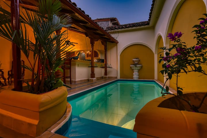 Astonishing & spacious colonial villa w priv pool