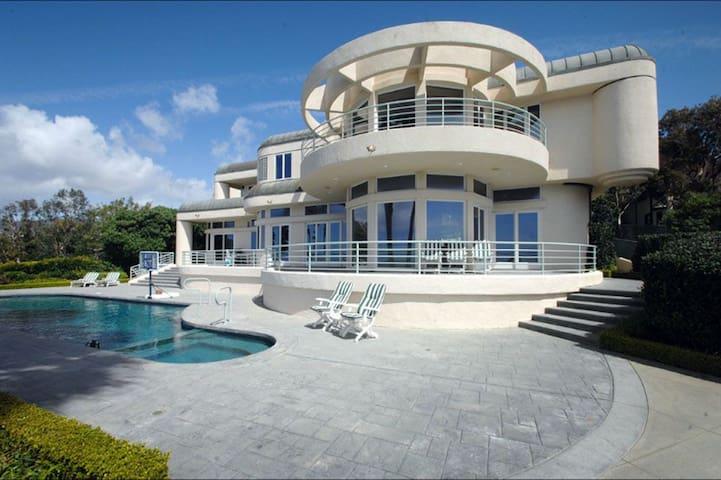 #700 Malibu Spectacular Ocean View & beach Mansion - Malibu - Villa