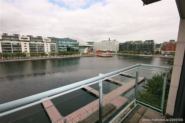Great double bedroom in Grand Canal