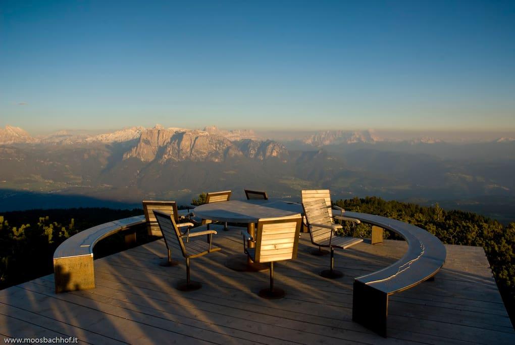 Genießen Sie die wunderschöne Aussicht auf die Dolomiten